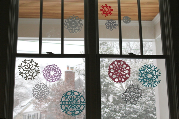 CrunchyChewyMama.com paper snowflakes