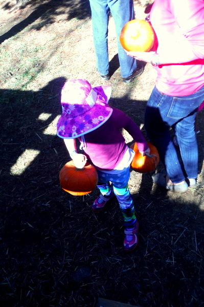 Crunchy-Chewy Mama kid with two pumpkins